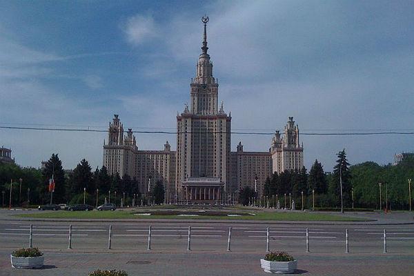Здание МГУ им. Ломоносова в Москве