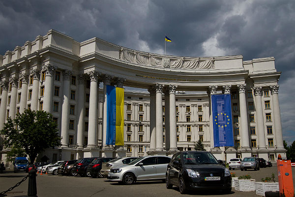 Украина требует объяснений отВенгрии повопросу Закарпатья