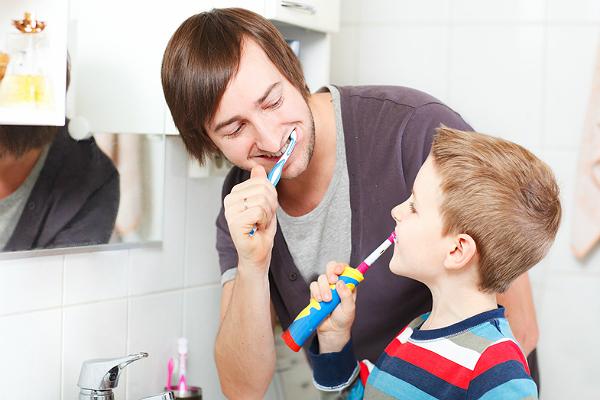 Зубная щетка электрическая тачки