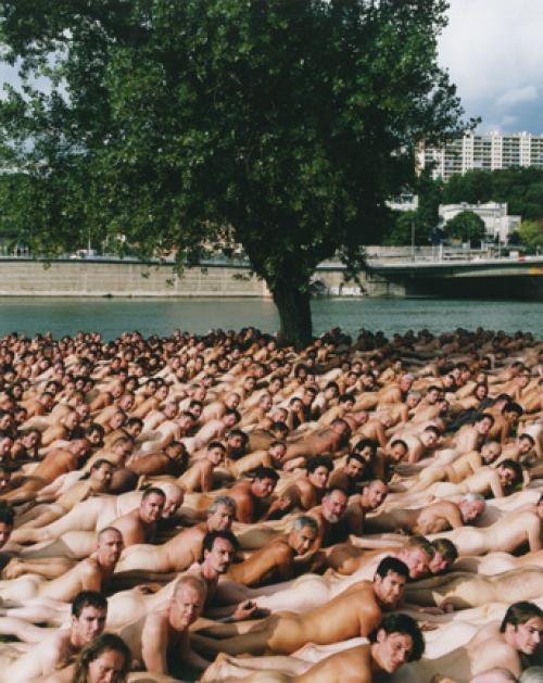 Толпа голых людей фото