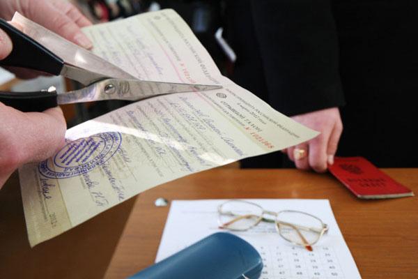 ...удостоверение курсанта Балтийского военно-морского института на избирательном участке 42 города Балтийска.