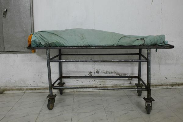 Тела умерших месяц назад пожилых людей отыскали вквартире наюго-западе столицы