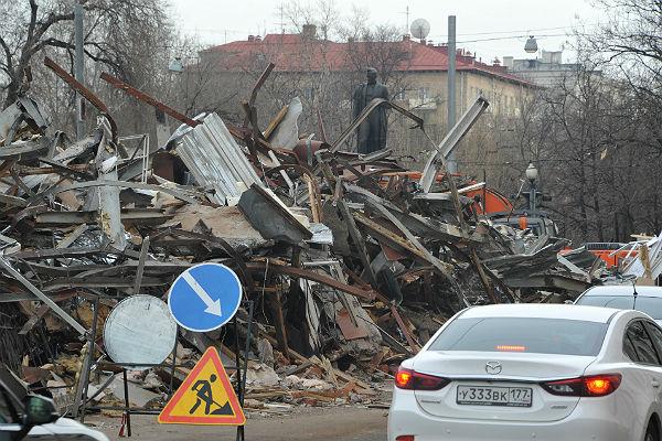 Заночь в столице России снесли неменее 90 объектов самостроя