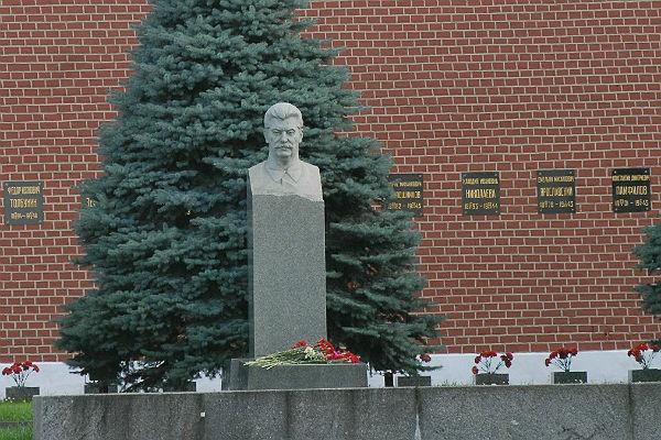 Конфликт идеологий— вРФ православного активиста арестовали заакцию намогиле Сталина