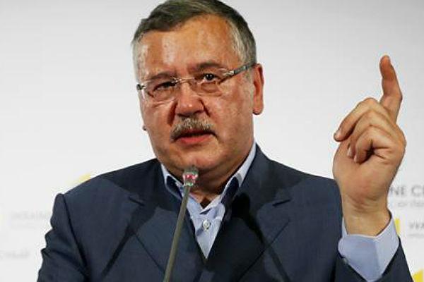 Прежний министр обороны Украины угрожает Порошенко судом
