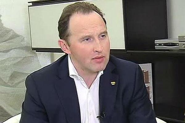 Акции владельца «Билайна» упали практически на7% после отставки Слободина