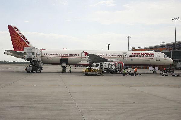 Air India массово увольняет толстых стюардесс