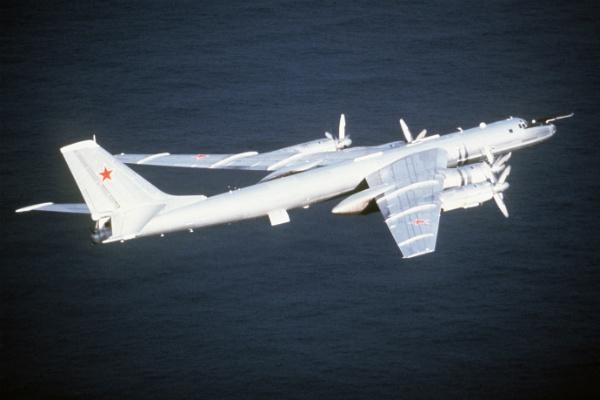 Пара противолодочных Ту-142 пролетела вдоль Алеутских островов иАляски
