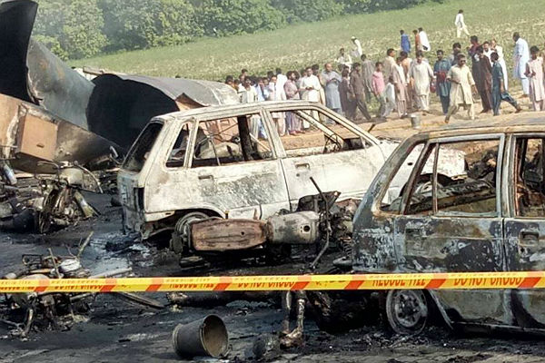 Смертник подорвал 22 человека вПакистане