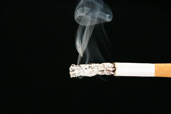 Впитавшийся вмебель табачный дым тормозит рост детей, утверждают ученые