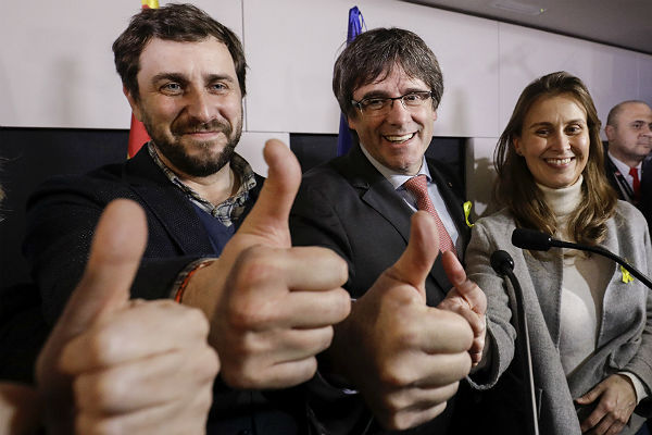 Сторонники независимости Каталонии набирают большинство впарламенте