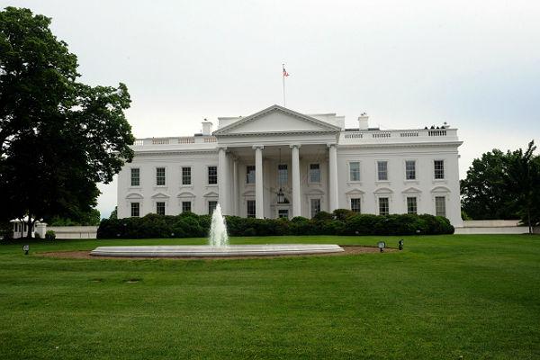Самолет ВКСРФ пролетел над Белым домом