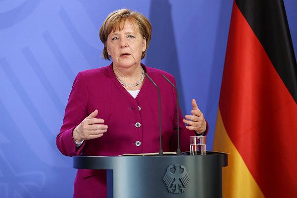Якунин: Меркель нелюбит русских из-за велосипеда