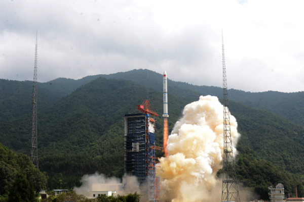 КНР произвел успешный запуск ракеты «Чанчжэн-2» стремя спутниками