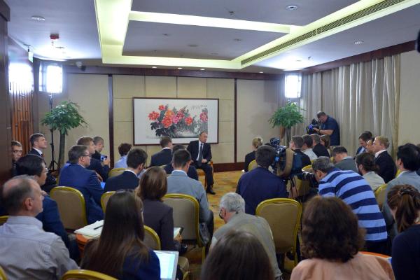 Путин профессионально отшутился впроцессе «битвы» корреспондентов замикрофон вкитайском Ханчжоу
