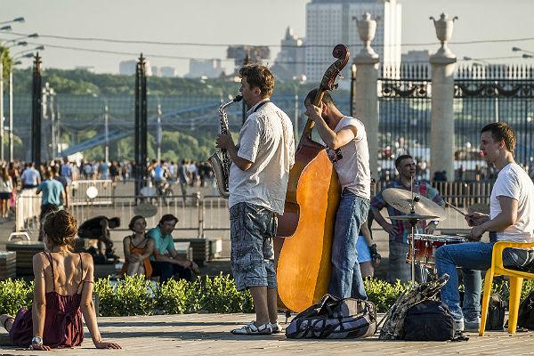 Музыкантам разрешат играть настоличных улица— Собянин