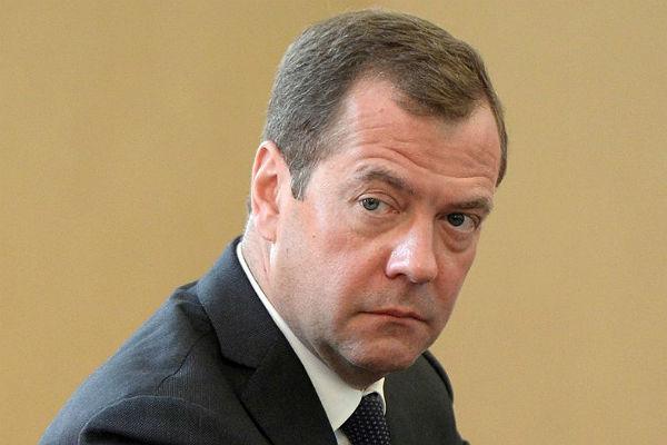 Медведев пообещал пересмотреть критерии представления гражданстваРФ