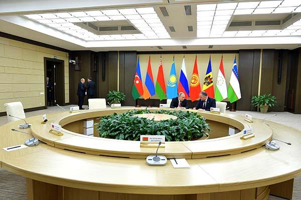 Порошенко подписал указ оботзыве уполномоченных государства Украины извсех уставных органов СНГ