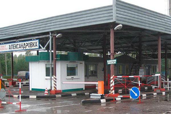 Автомобиль изУкраины пытался пробиться  вБеларусь. Одному изпассажиров удалось исчезнуть
