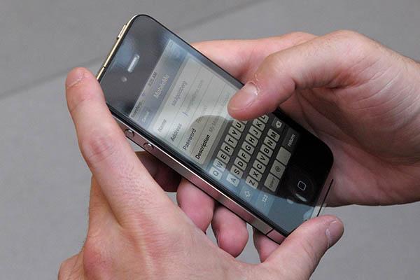 Apple пригрозила владельцам старых iPhone отключением Интернета