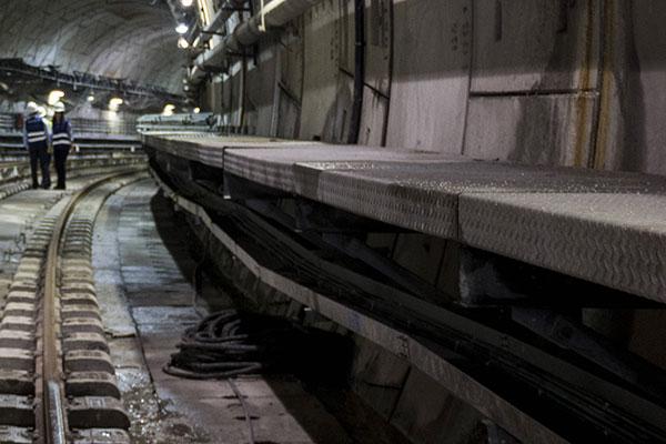 Вмосковском метро мужчина упал нарельсы настанции «Фрунзенская»