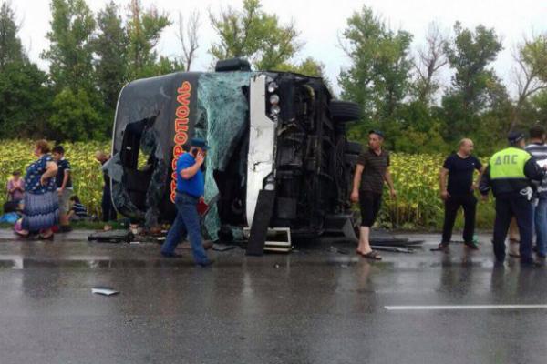 ВРостовской области вДТП опрокинулся автобус