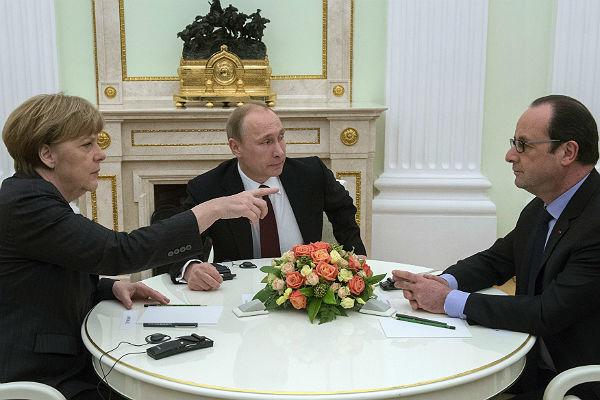 Кремль сказал оботмене трехсторонней встречи В. Путина, Меркель иОлланда наG20