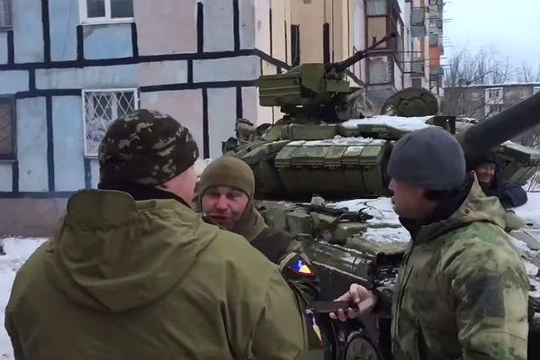 Танки украинских военных вошли вАвдеевку