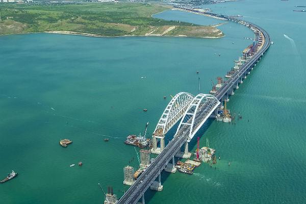 Лидер националистов: нам следует  превратить Крымский мост ввиселицу