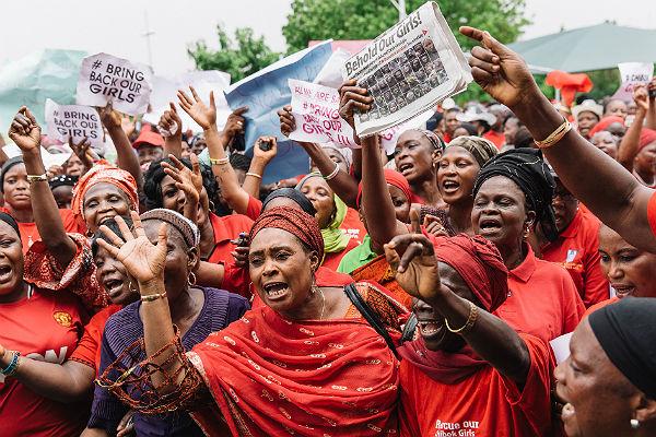 Террористы «Боко Харам» отпустили 21 похищенную в позапрошлом 2014г школьницу