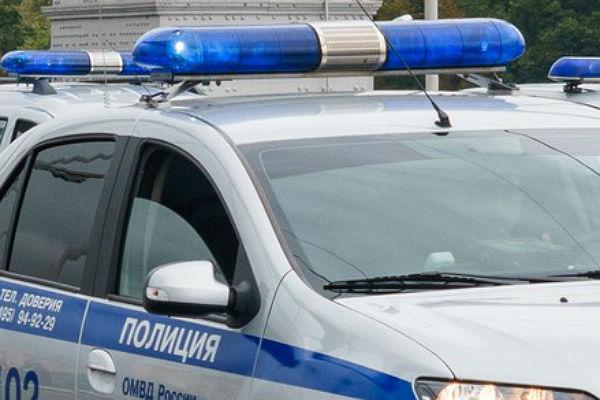 Московского полицейского сократили заедущий задним ходом свадебный кортеж