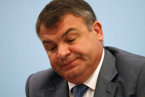 Сердюков продавал здания в Петербурге через Кипр. Когда же Путину надоест отслеживать махинации своего протеже?