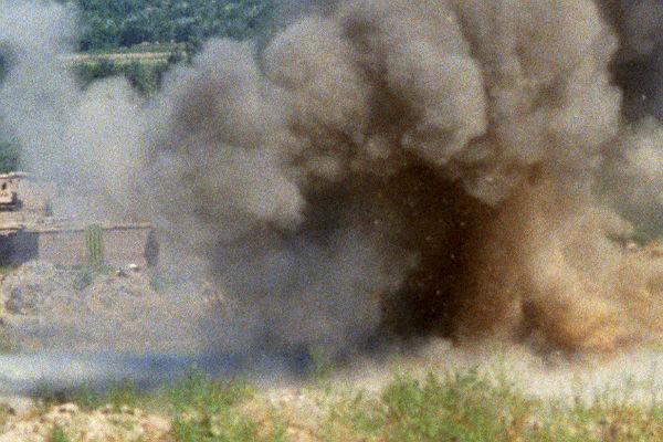 Саперы ищут бомбу вмашине рядом смечетью