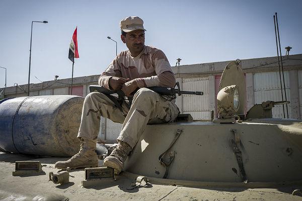Иракские военные вошли на территорию захваченного боевиками ИГИЛ города Аль-Каим
