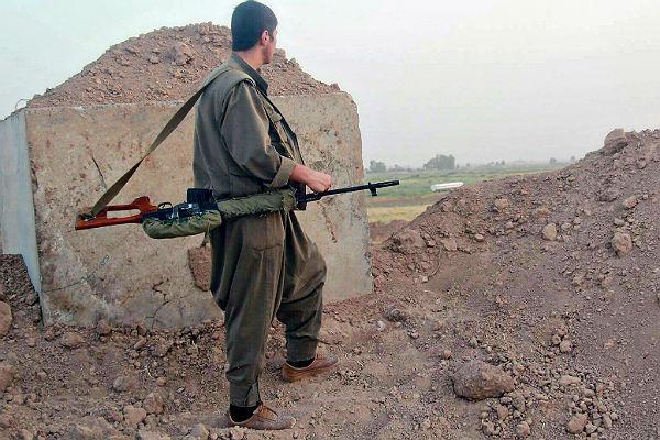 Курдские ополченцы передали РФ тело погибшего вПальмире русского офицера