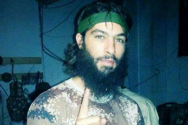 Бельгийские СМИ опубликовали фото боевика ИГ, готовящего новые теракты вевропейских странах
