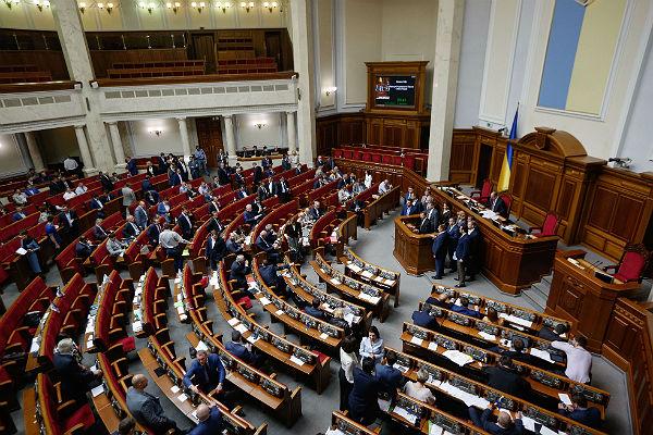 Половина украинцев хотят поменять Верховную раду— Опрос