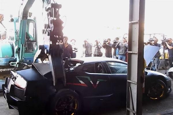 Власти Тайваня устроили показательное разрушение Lamborghini нарушителя