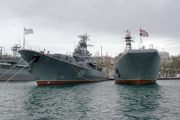 Русская армия отрабатывает высадку морского десанта впроцессе учений вКрыму