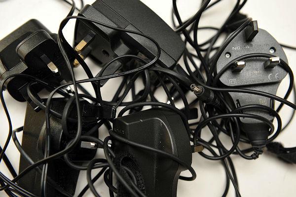ВНовгороде школьницу убило током отзаряжающегося телефона