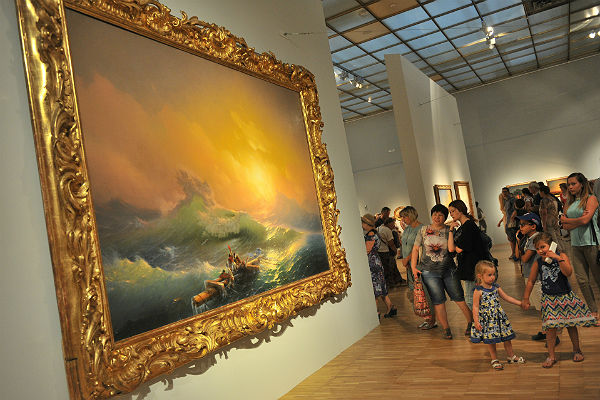 Свыше 235 человек поглядели работы Ивана Айвазовского вТретьяковской галерее