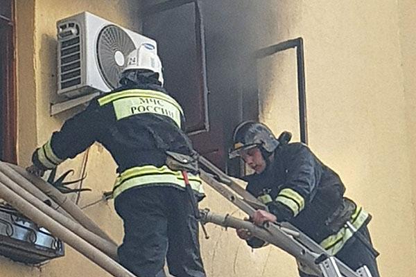 В российской столице вжилом доме загорелась квартира