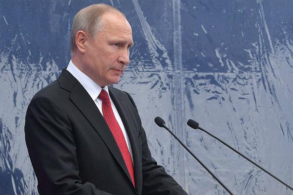 Путин предложил ввести клятву при получении гражданства России