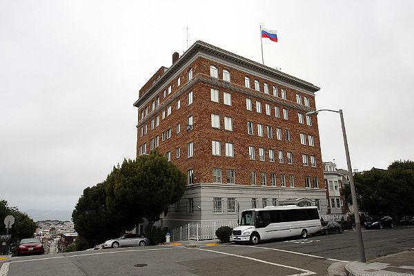 Служебную часть генконсульства России в Сан-Франциско оцепила полиция США