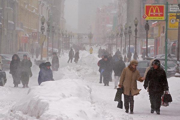 moskva-pogoda-na-nedelyu-gidromettsentr-poimel-bryunetku-na-divane-russkoe-porno