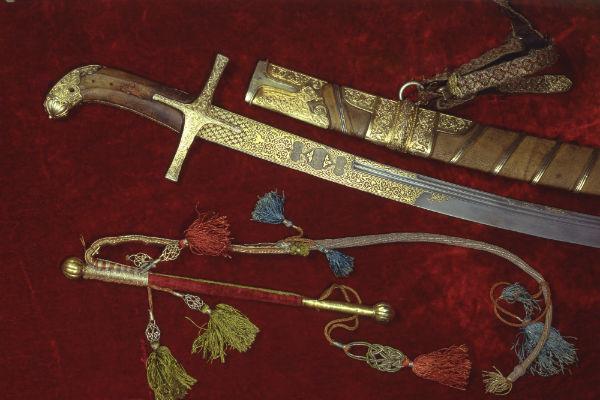 Из дагестанского музея украли исторические серебряные сабли и кинжалы