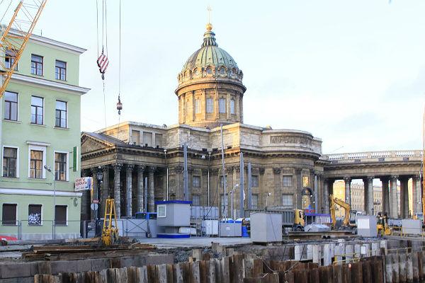 Суд привлек губернатора Петербурга кделу о легальности передачи Исаакия РПЦ