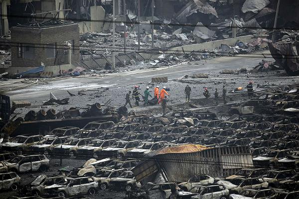 Спасатели обнаружили выжившего на месте мощного взрыва в Тяньцзине