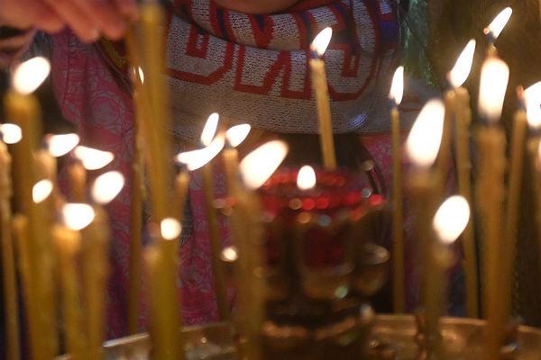 Жительница Кемерово соскуки прикурила отсвечей вцеркви