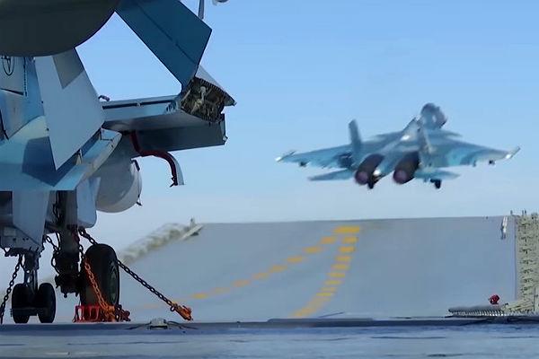 Размещены кадры военных вылетов скрейсера «Адмирал Кузнецов»— МинобороныРФ